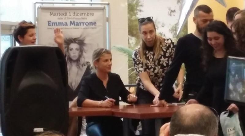 Emma Marrone travolta dai fan