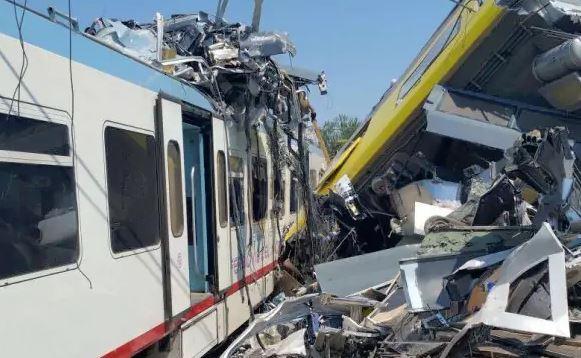 scontro frontale ferroviario nel barese