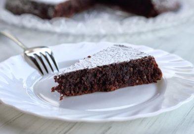 Romantica torta caprese | Un dolce di cuore nel giorno di San Valentino
