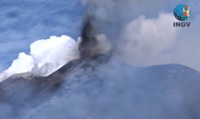 esplosione violenta da cratere etna