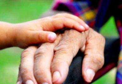 Bonus ai nonni che aiutano i nipoti | E' una delle ipotesi avanzate in Manovra