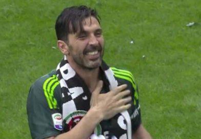Buffon lascia abbracciando il popolo bianconero | (Video) Addio sofferto alla Juventus (ma non al calcio)