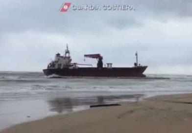 Mercantile turco incagliato nel barese | (VIDEO) A bordo della Efe Murat 15 persone